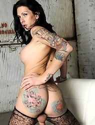 Long-legged Morgan Bailey posing in hot pantyhose