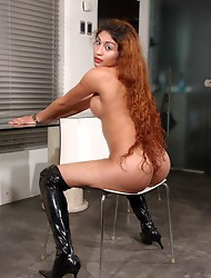Hot tgirl Sabrinita exposing sweet body