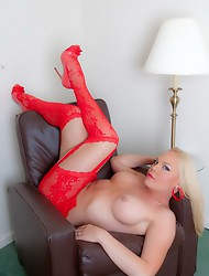 Blonde cutie Xena posing her goodies