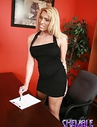Boss Shawna Vegas wants her staff to make an extra effort!